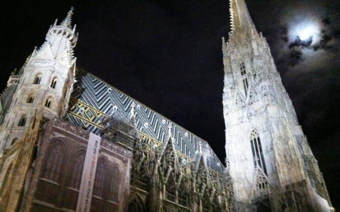 De Stephansdom in Wenen bij nacht - Foto: Adri van Esch