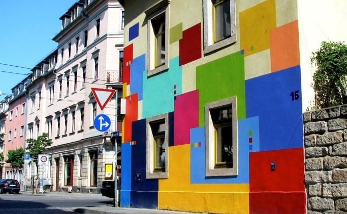 De Görlitzer Strasse in de Neustadt van Dresden