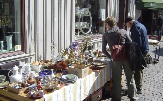 Shoppen naar antiek in de kleine straatjes van Göteborg