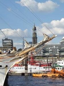 Landungsbrücken en St. Michaelis in Hamburg