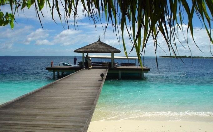 De pier van Royal Island op de Malediven